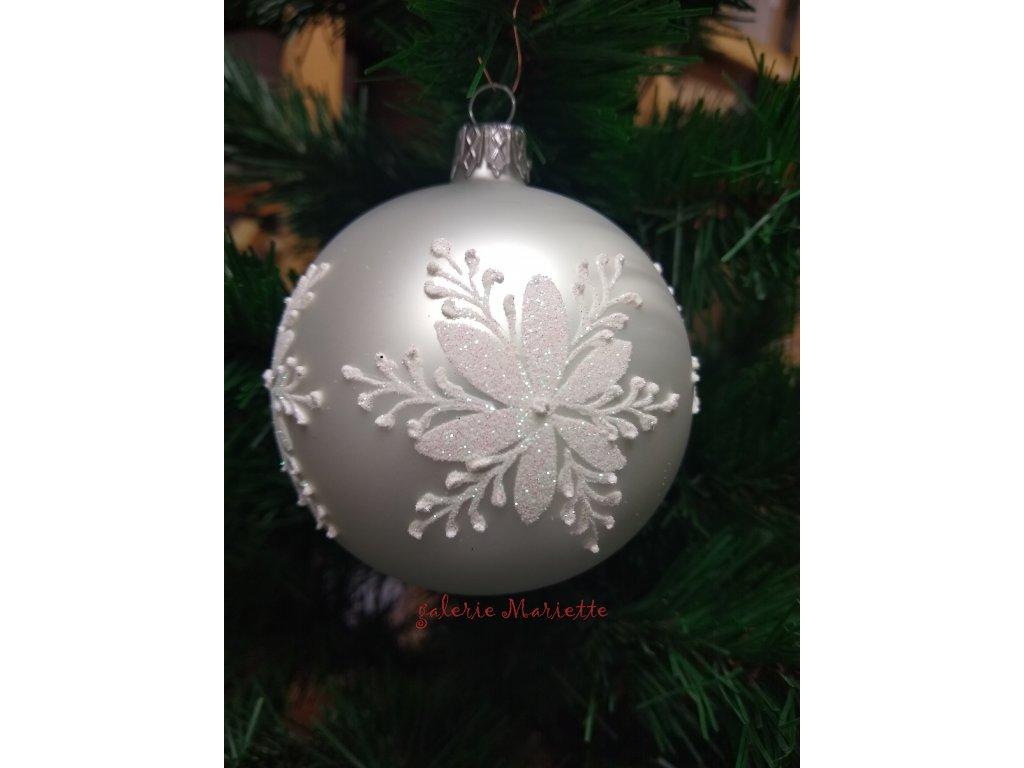 Bílá vánoční růže (1)