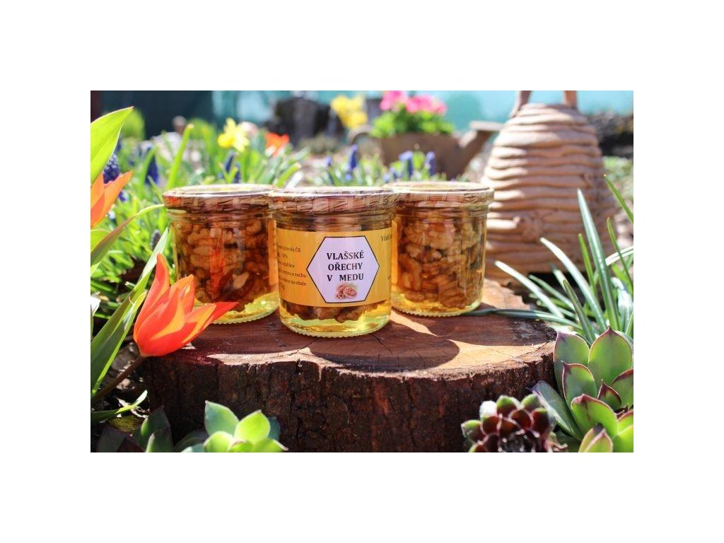 Včelí farma Kurtinovi - Vlašské ořechy v medu - 0,17 kg  sklo