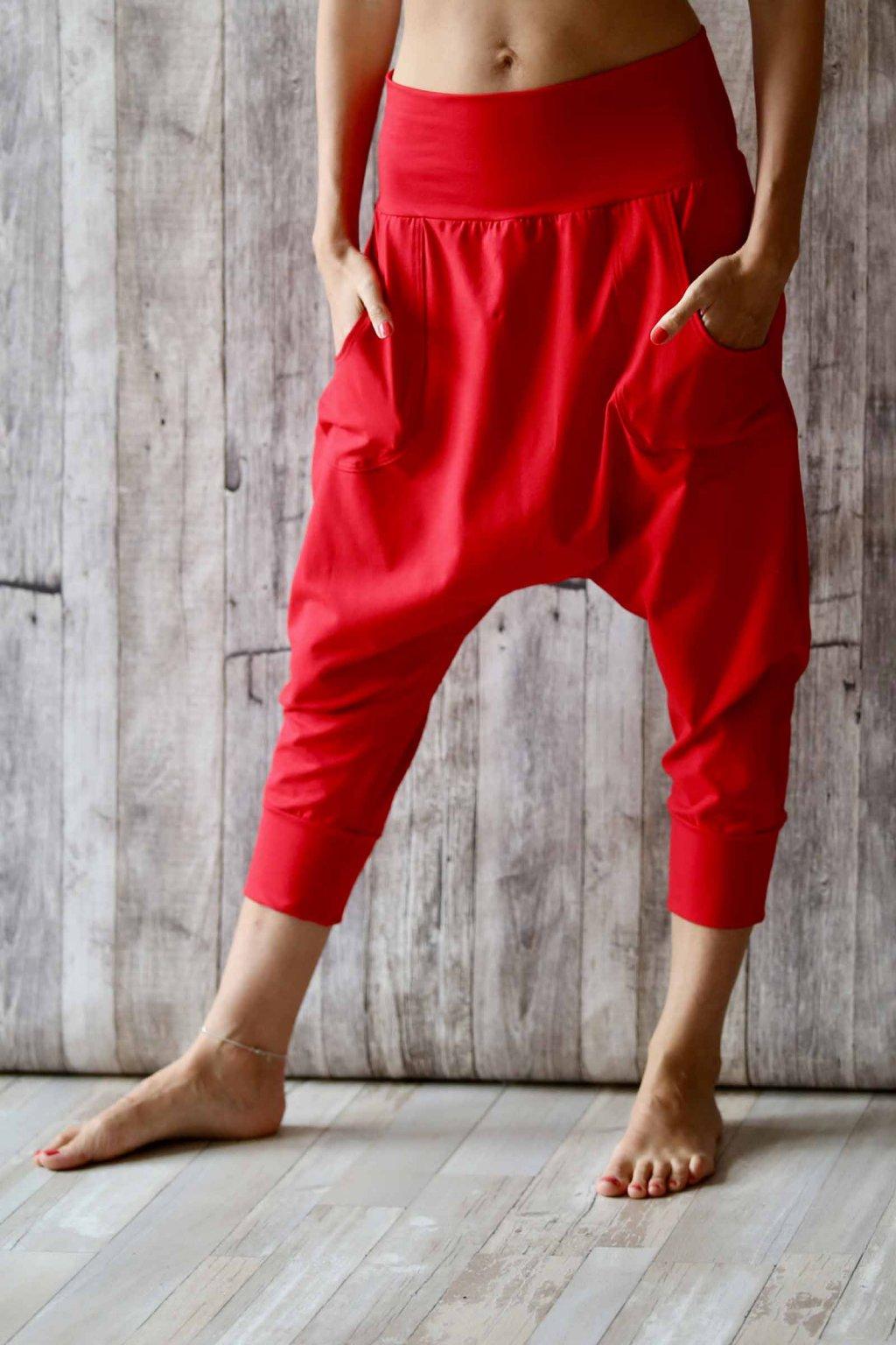Kalhoty s nižším sedem Anáhitá / Červená