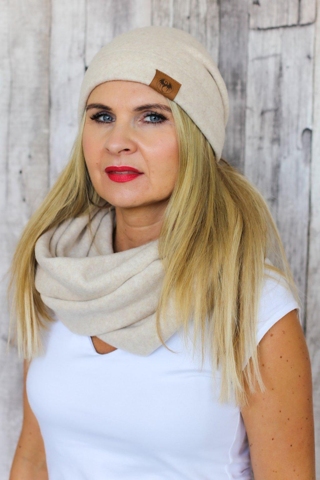 Zateplená čepice Tebea s nášivkou / Béžový fleece