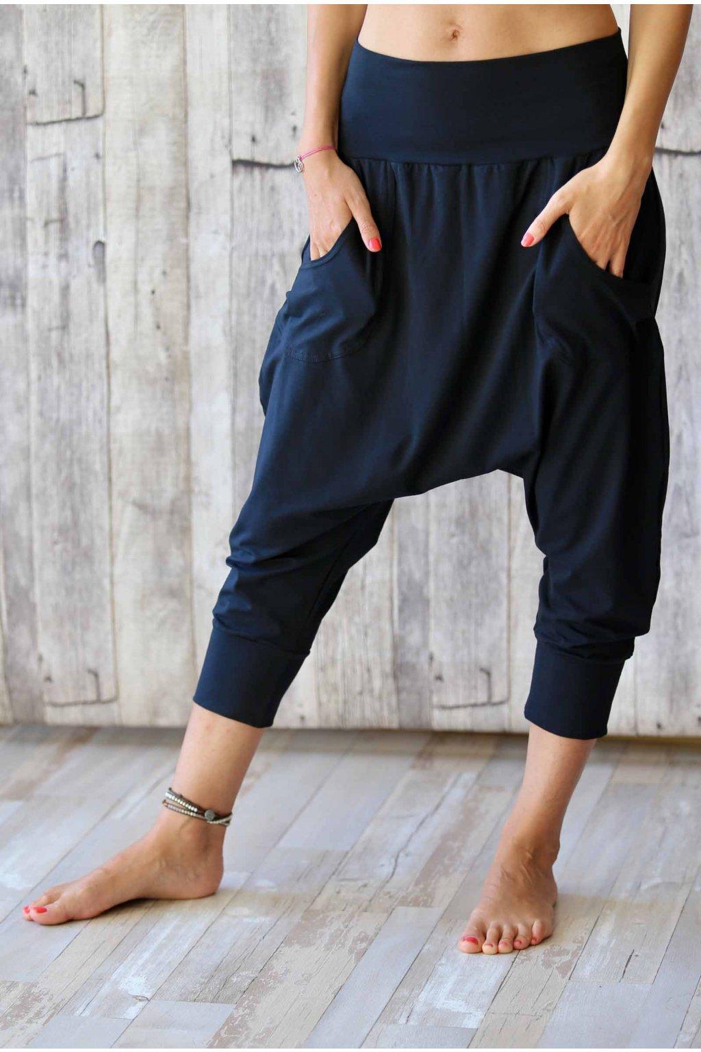Kalhoty s nižším sedem Anáhitá / Černá