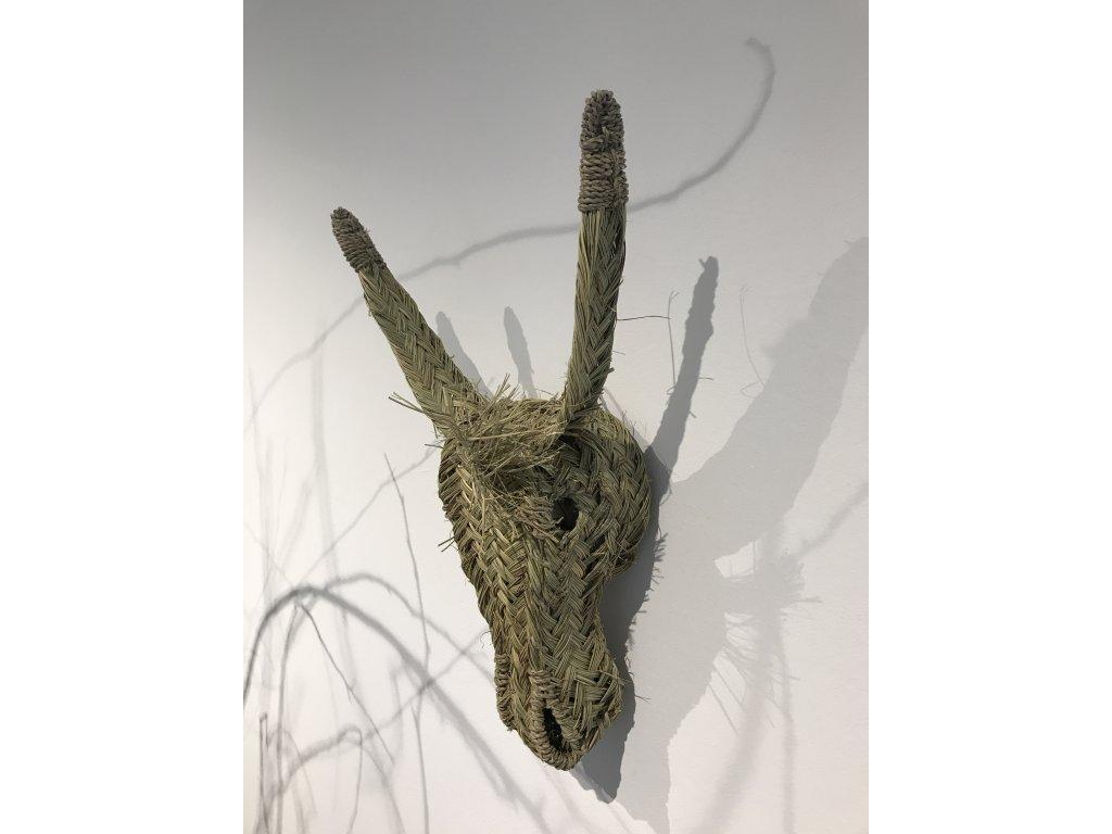 """Osel """"Ferda"""" - hlava z mořské trávy"""