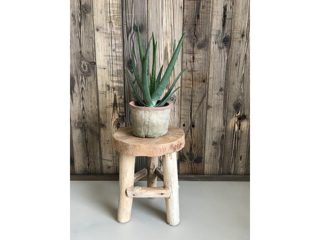 Malá stolička z teakového dřeva