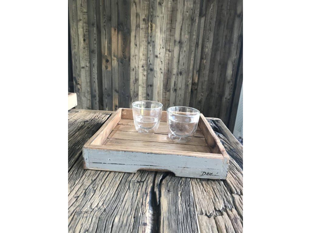 Designový malý 30x28x5 cm ručně vyráběný servírovací tácek z tvrdého dřeva