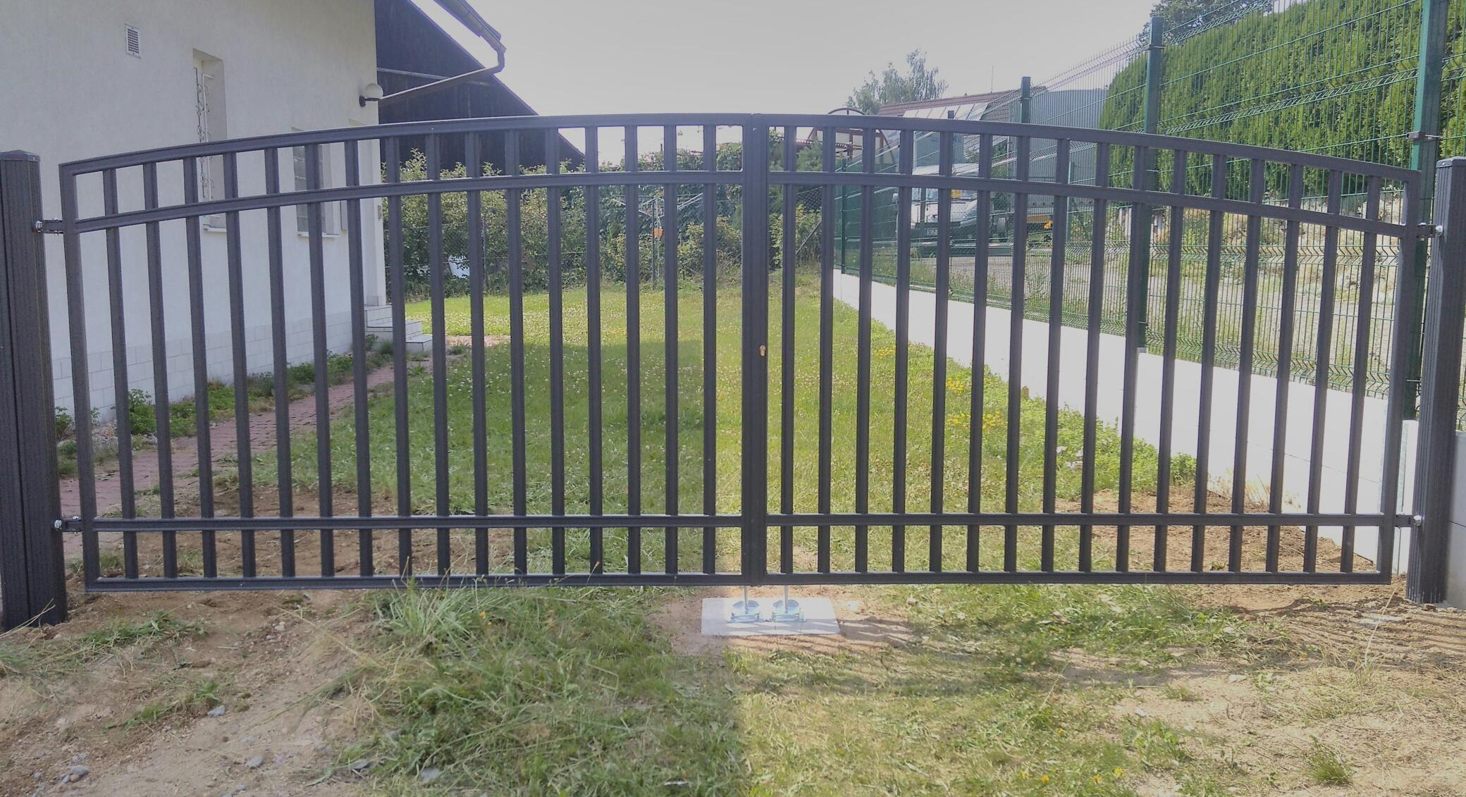 Křídlová brána - Radius uzavřený, grafit Rozměry (š x v): 300 x 150 cm