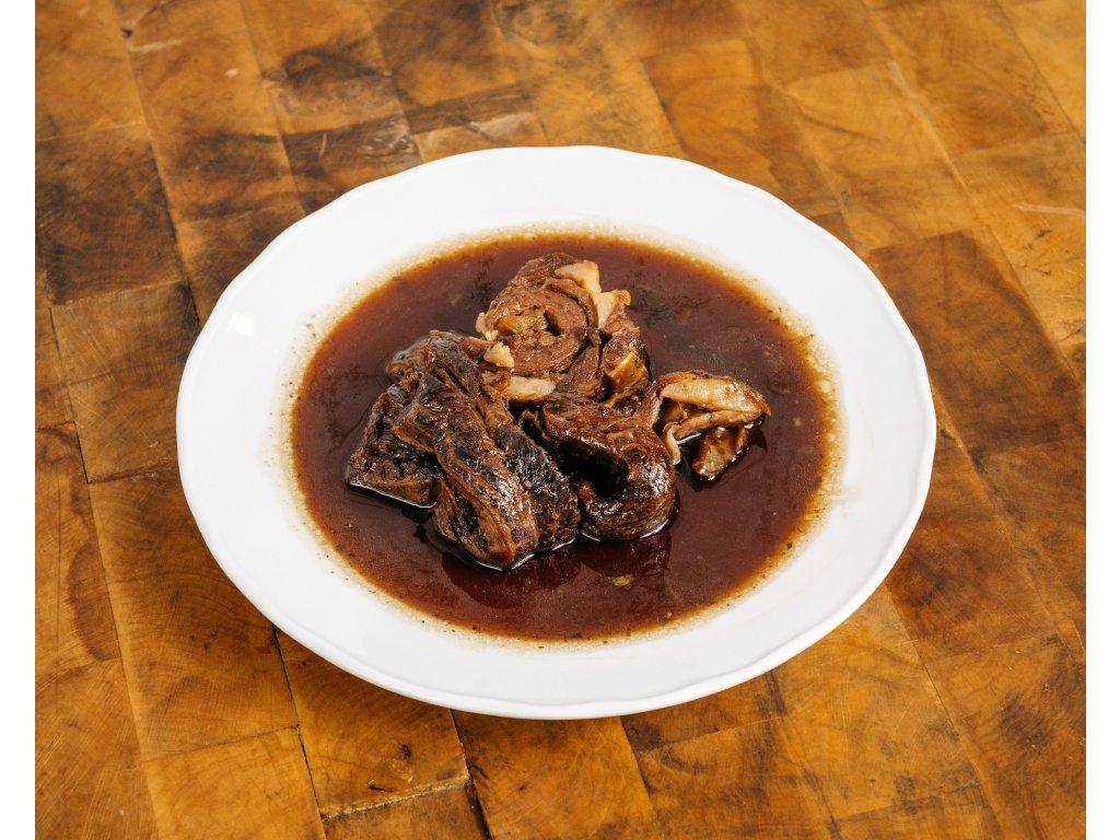 Hotové jídlo rolada z hoveziho pupku