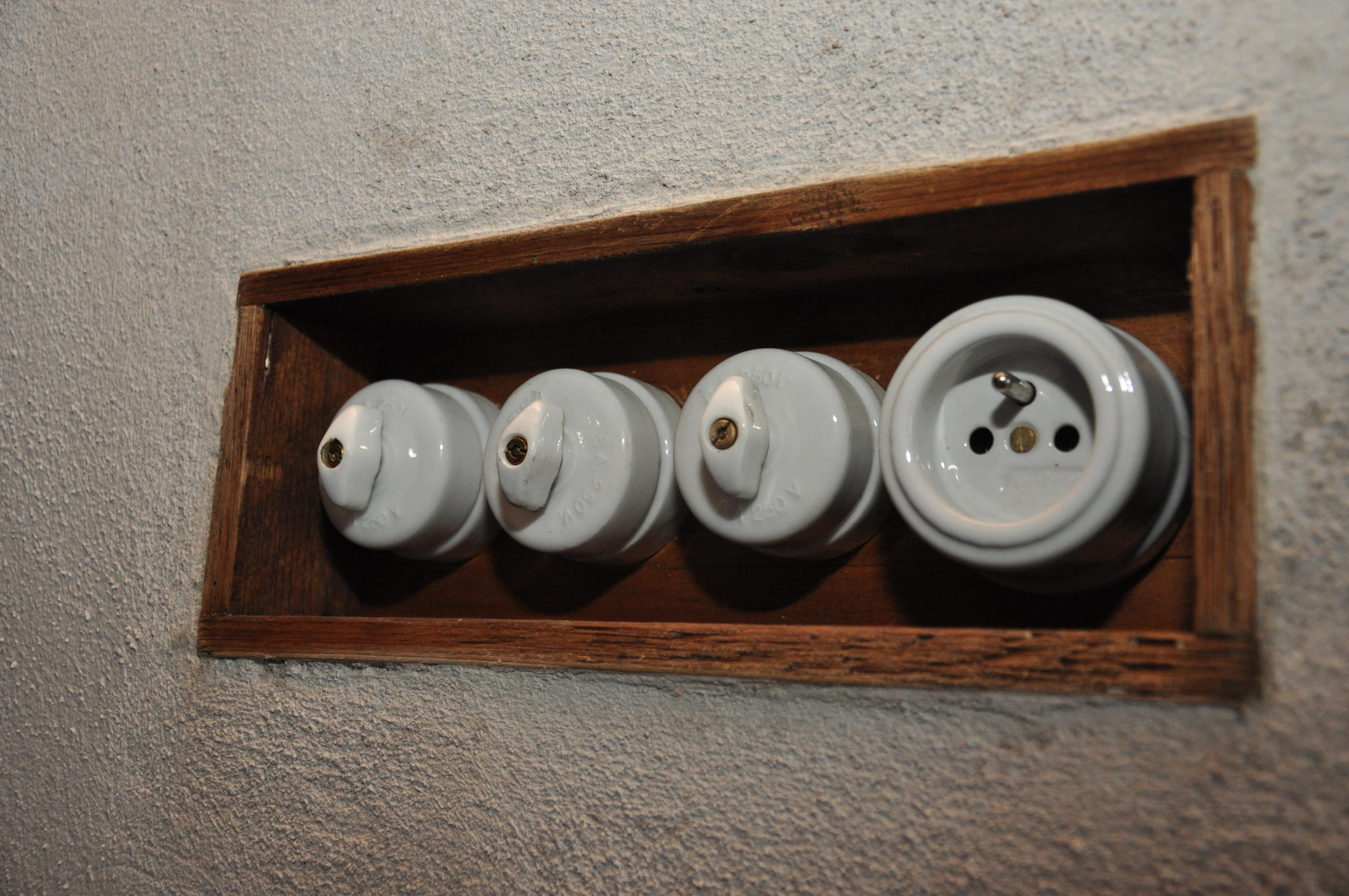 Porcelánová zásuvka Garby