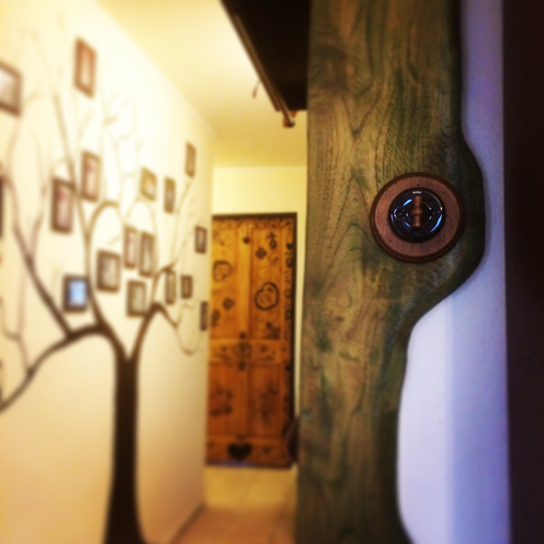 Porcelánový vypínač a dřevěný rámeček Garby Colonial