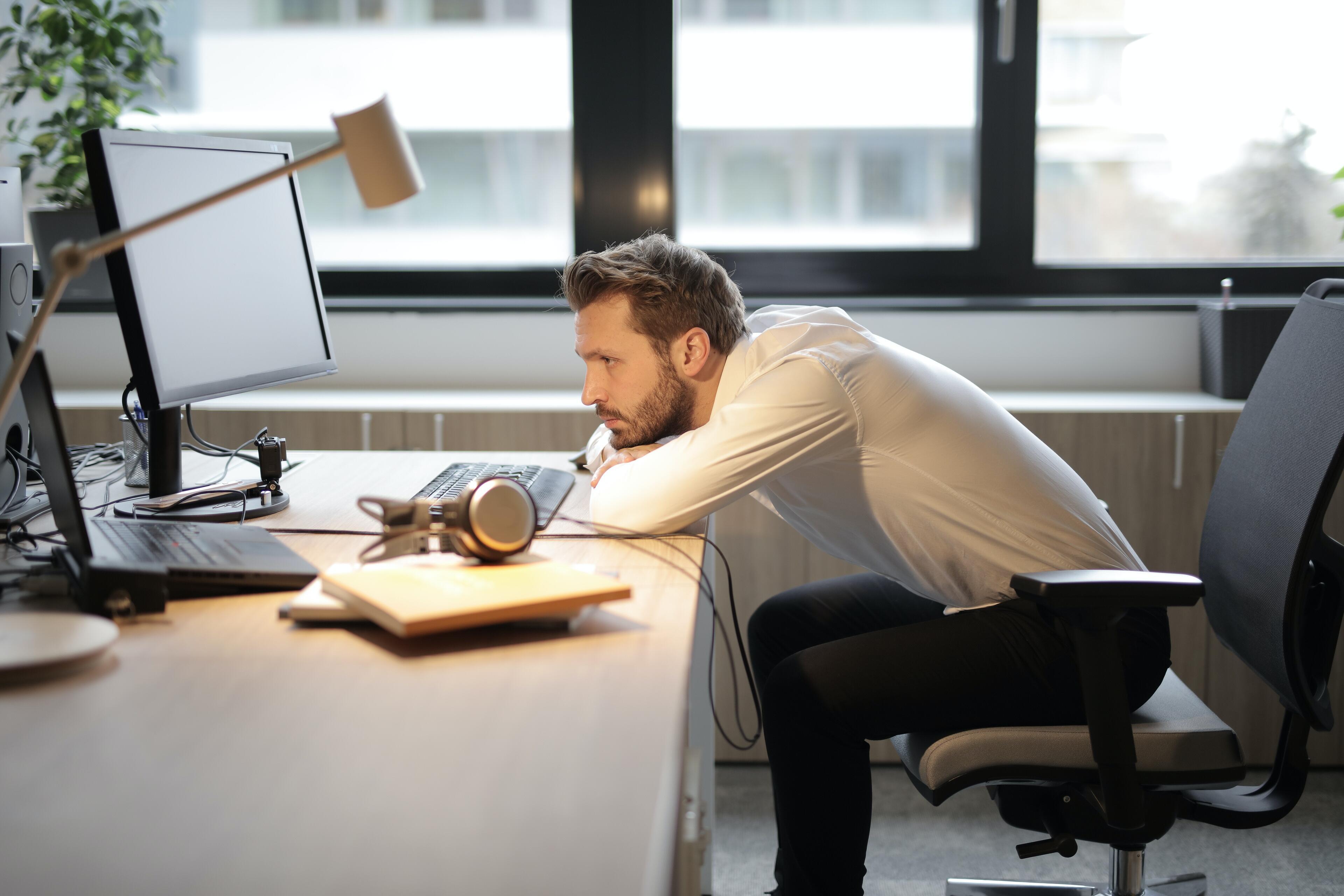 Podle čeho vybrat správný pracovní stůl?