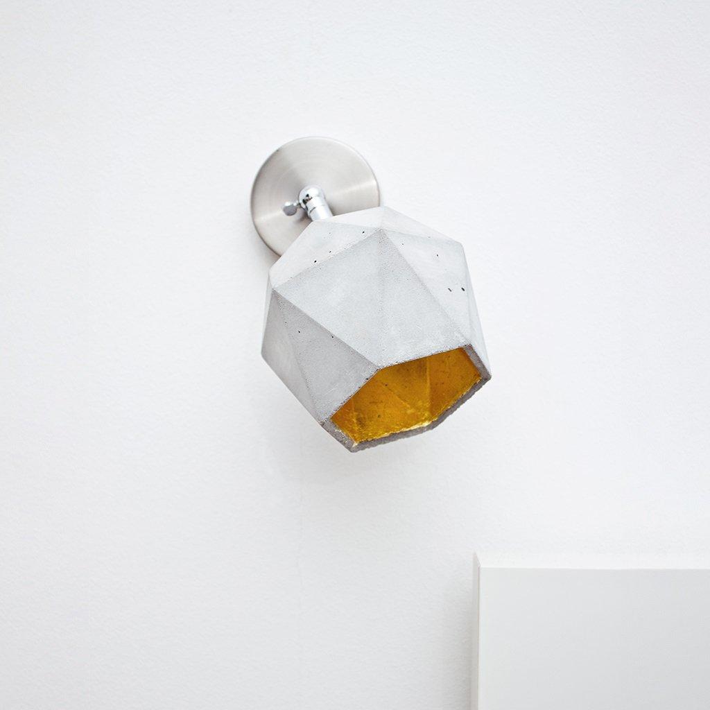 betonová lampička na stěnu
