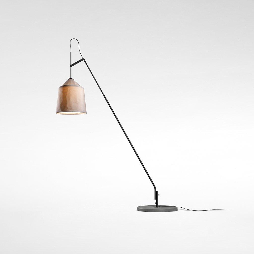 cestovatelská stojací lampa