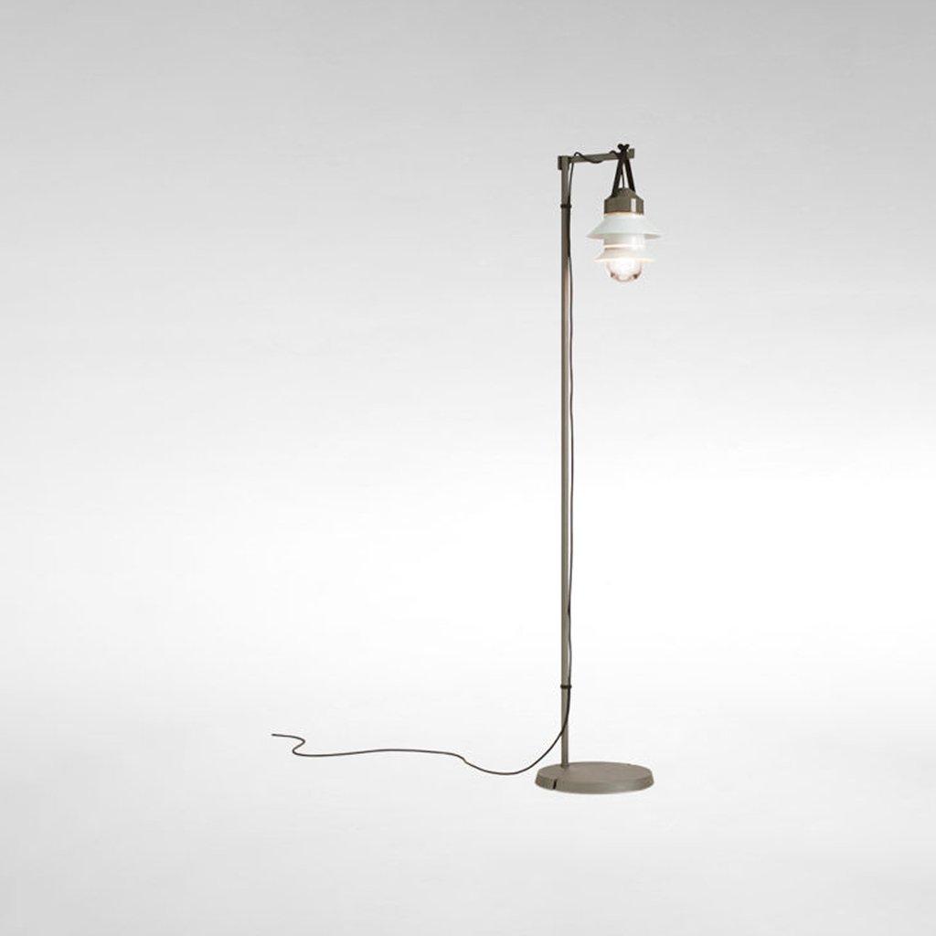 designová stojací lampa na terasu
