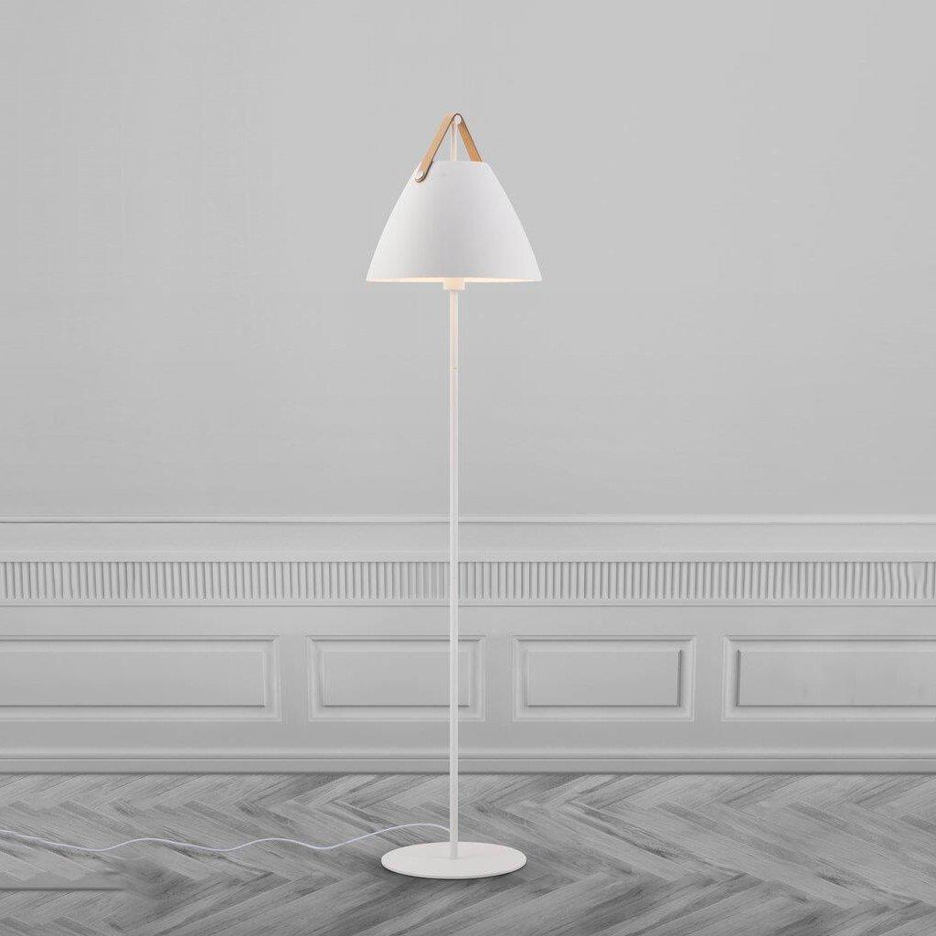 skandinávská stojací lampa
