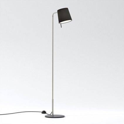 sympatická stojací lampa