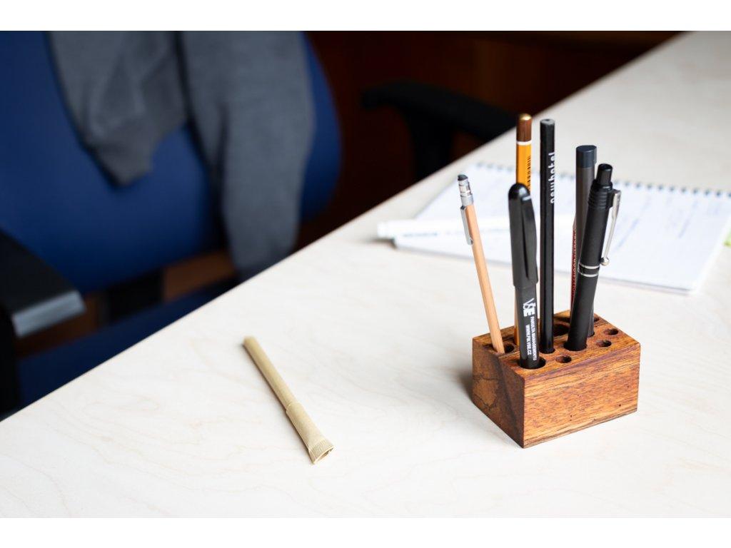 Stojánek na tužky LR 1