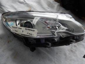 Světlomet pravý přední Peugeot 2008 č.9815403080