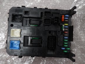 Modul BSI Johnson Controls Peugeot 308,3008,Partner/Citroen Berlingo č. 04EV K01-00301012 č. 967847688001