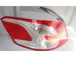 Světlo levé zadní Peugeot 301 č. 9678542780