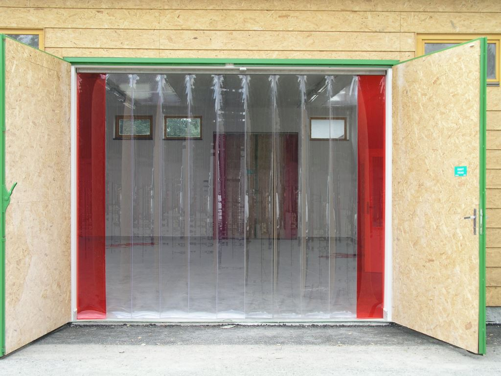 měkčené PVC lamely do vrat chrání proti úniku tepla