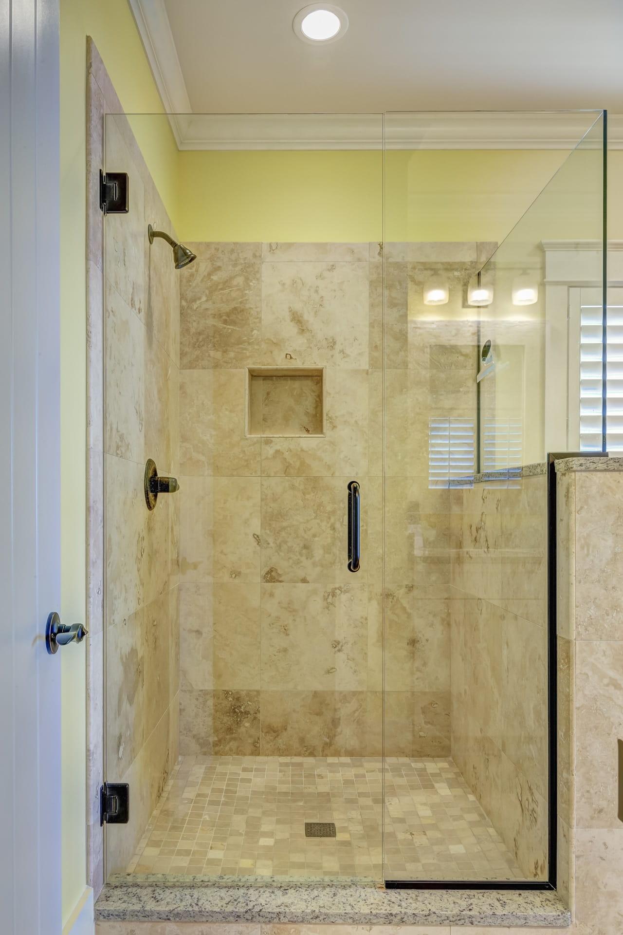 Sprchová zástěna nebo rovnou sprchový kout