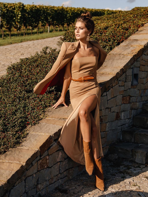 šaty s rozparkem