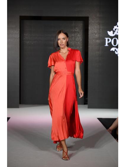 šaty s límcem a plisovanou sukní