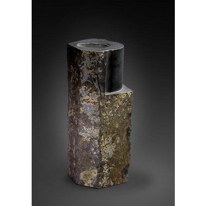 Čedičová váza cro magnon vase od Jakuba Berdycha