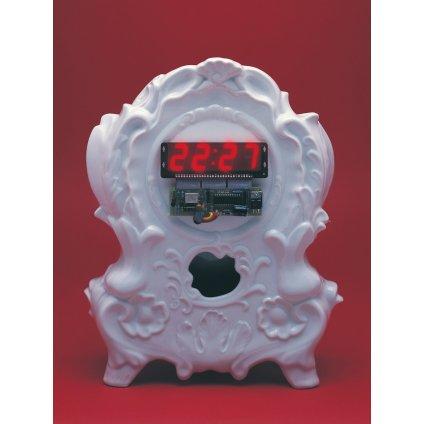Porcelánové digitální hodiny digi clock od Maxima Velšovského