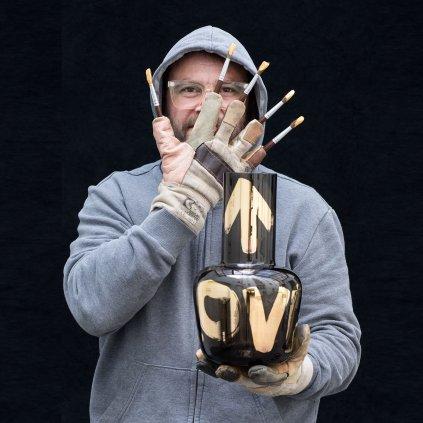 qubus jakub berdych karpelis unnamed vase love gold smoke 1