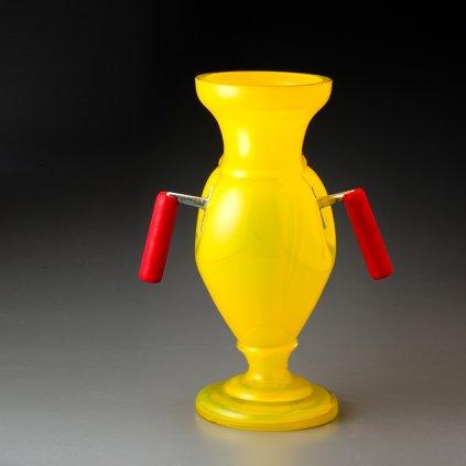 qubus jakub berdych karpelis yellow vase