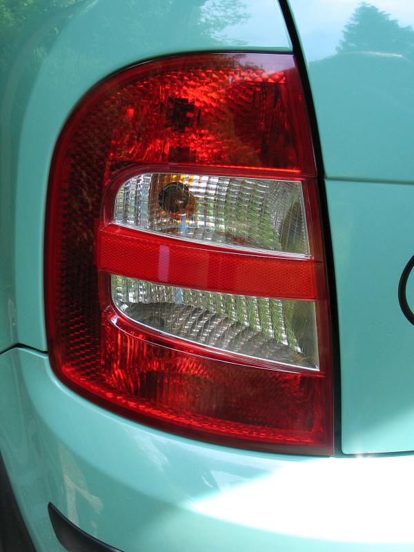 Zadní světlomet Škoda Fabia po leštění pomocí sady Rowax
