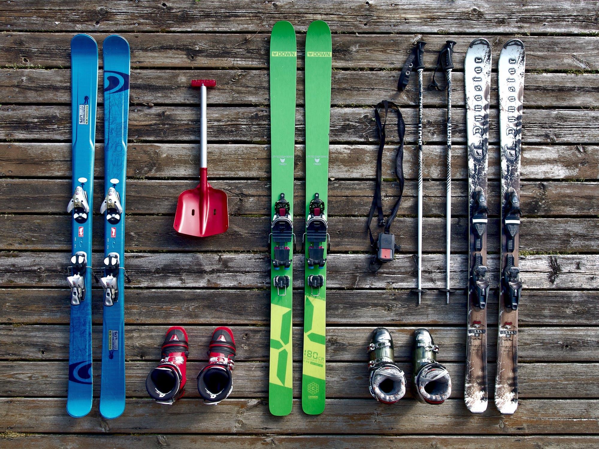 Ako si vybrať zo širokej ponuky lyží?