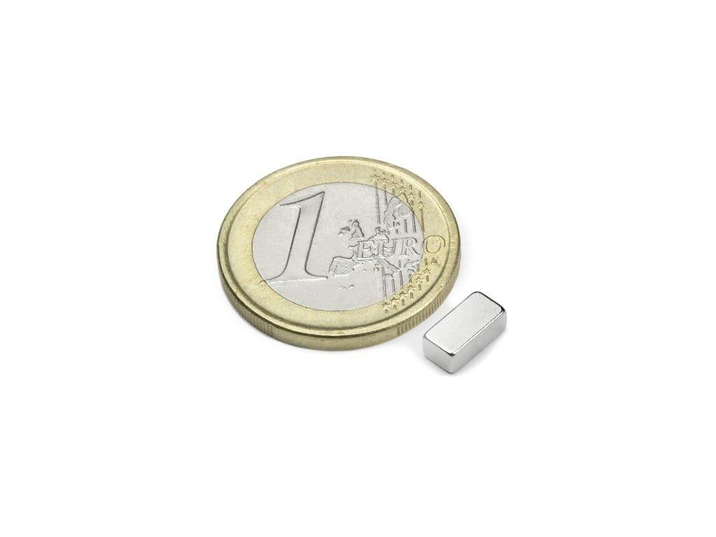 Neodymový magnet hranol 8x4x3mm, NdFeB, N45, poniklovaný