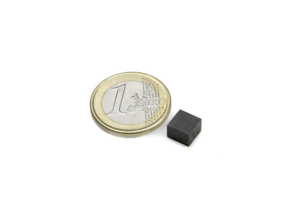 Feritový magnet hranol 7x7x5mm, Ferit, Y35, bez povrchové úpravy