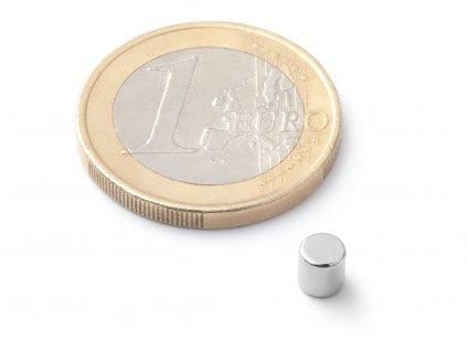 Neodymový magnet válec D4x4 mm, Neodym, N40, poniklovaný, diametrálně magnetizován