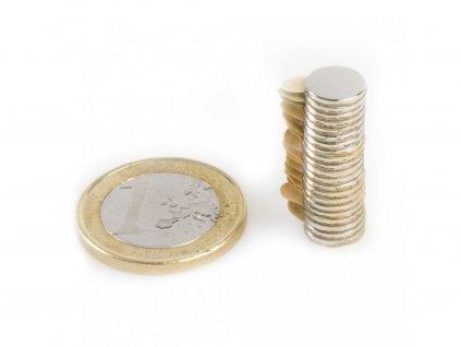 Neodymový magnet válec (samolepící) D8x1 mm, Neodym, N40, poniklovaný