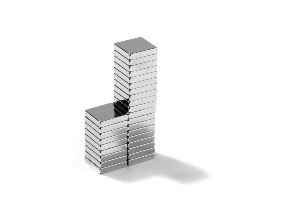 Neodymový magnet hranol 10x10x2mm, Neodym, N45, ponikelovaný