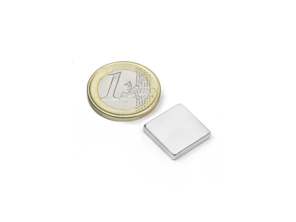 Neodymový magnet hranol 15x15x3mm, Neodym, N45, ponikelovaný