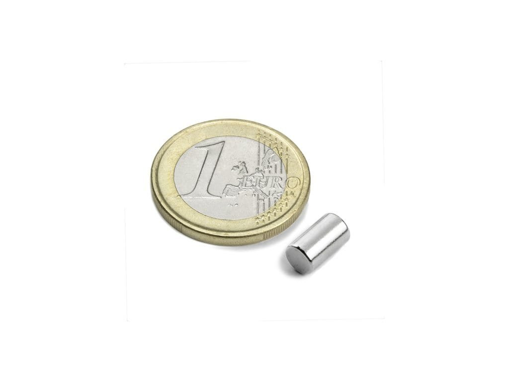 Neodymový magnet valec D5x8.47mm, Neodym, N45,ponikelovaný