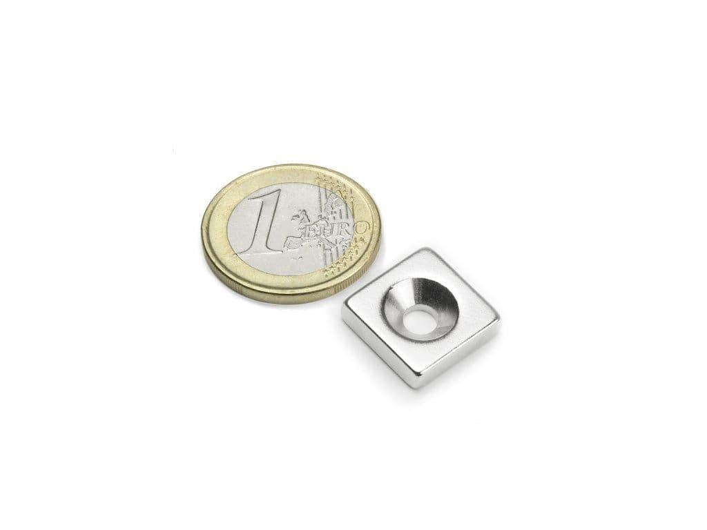 Neodymový magnet hranol 15x15x4mm,s vrtaním a zahĺbením, N35,ponikelovaný