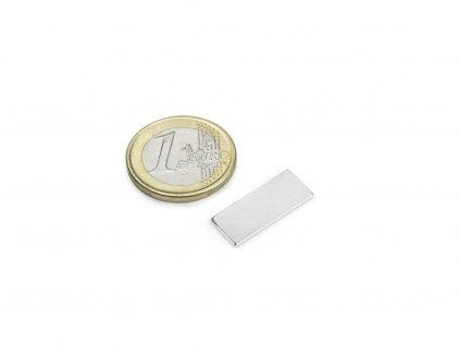 Neodymový magnet hranol 22x8.5x1.4mm, Neodym, 35SH, ponikelovaný
