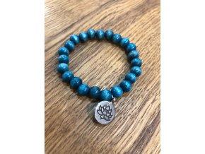 Náramek s modrými dřevěnými korálky s kulatým přívěškem LOTUS