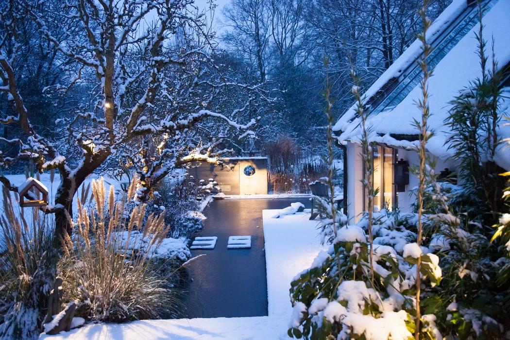 Převlečte svoji terasu do vánočního kabátu a inspirujte se výzdobou na zahradu