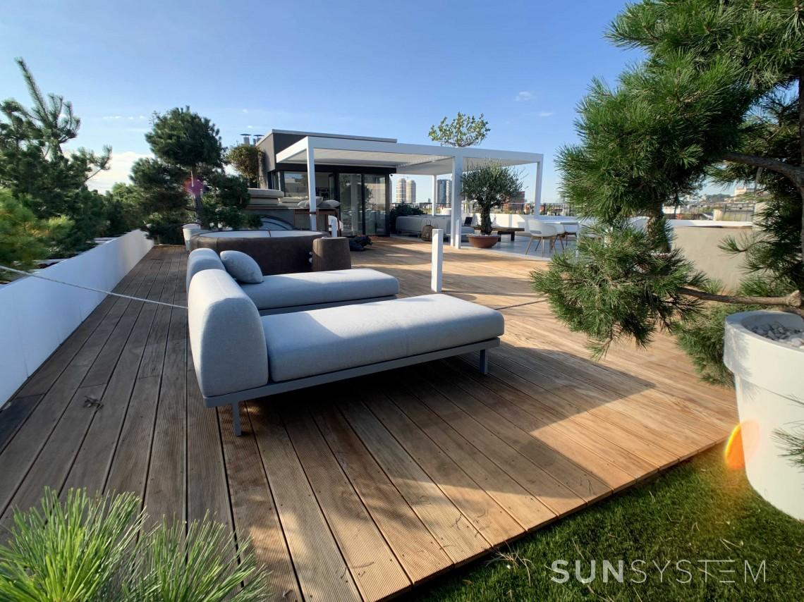 Vonkajšie posedenie v modernom minimalistickom štýle: Vytvorte si svoju oázu pohody
