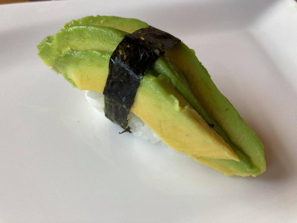 nigiri sushi avokado