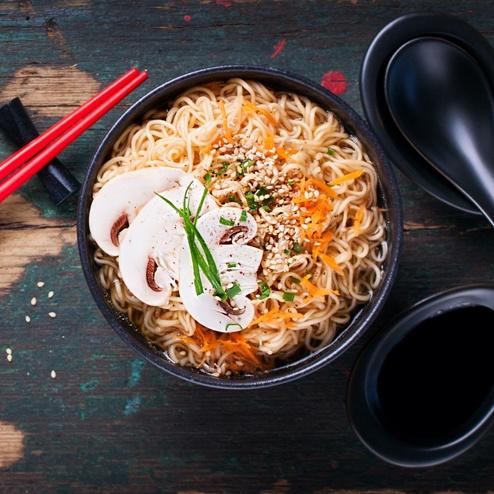 Čínská nudlová polévka   pomalý hrnec TESLA