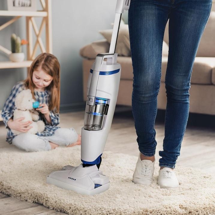 Ekologická dezinfekce podlah? S bezsáčkovým tyčovým vysavačem/parním mopem TESLA PowerStar GT400 to bude hračka