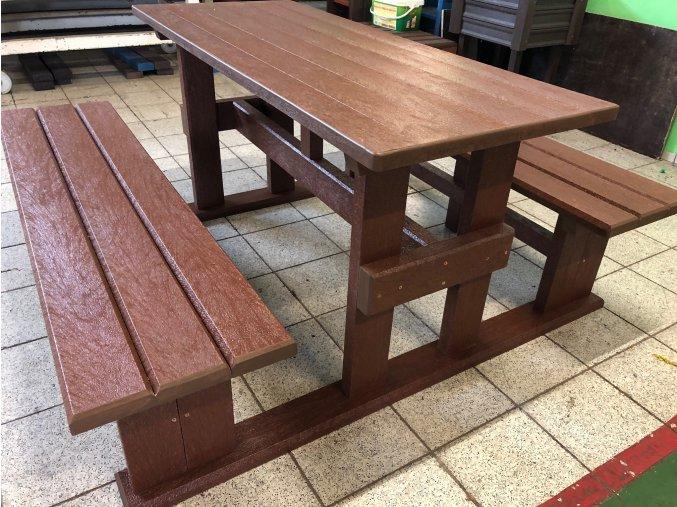 02 je piknik stôl 2