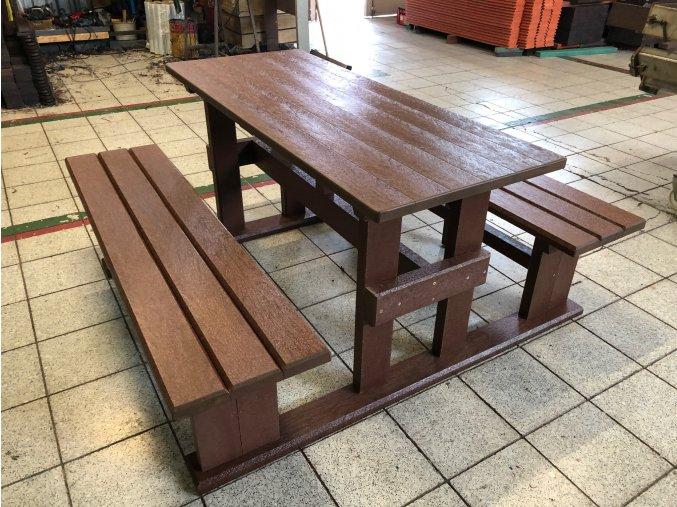 02 je piknik stôl