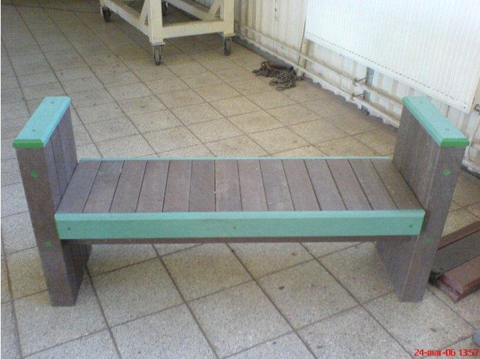 02 fg. Hranolová lavička s lakťovými opierkami